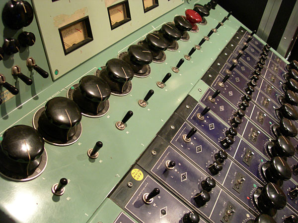610 Console close-up