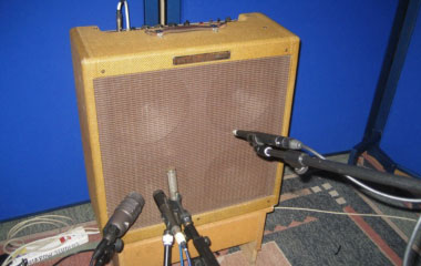 Multiple mics on an amp