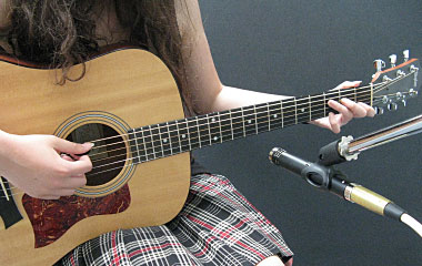 Small-diaphragm condenser mic aimed at the 12th fret